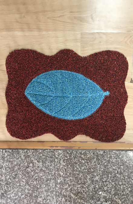 Thảm chùi chân nhựa rối  họa tiết hình lá