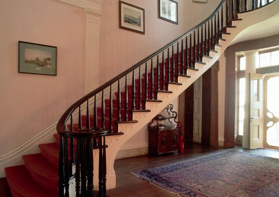 Những lưu ý khi chọn thảm trải cầu thang an toàn bạn nên biết