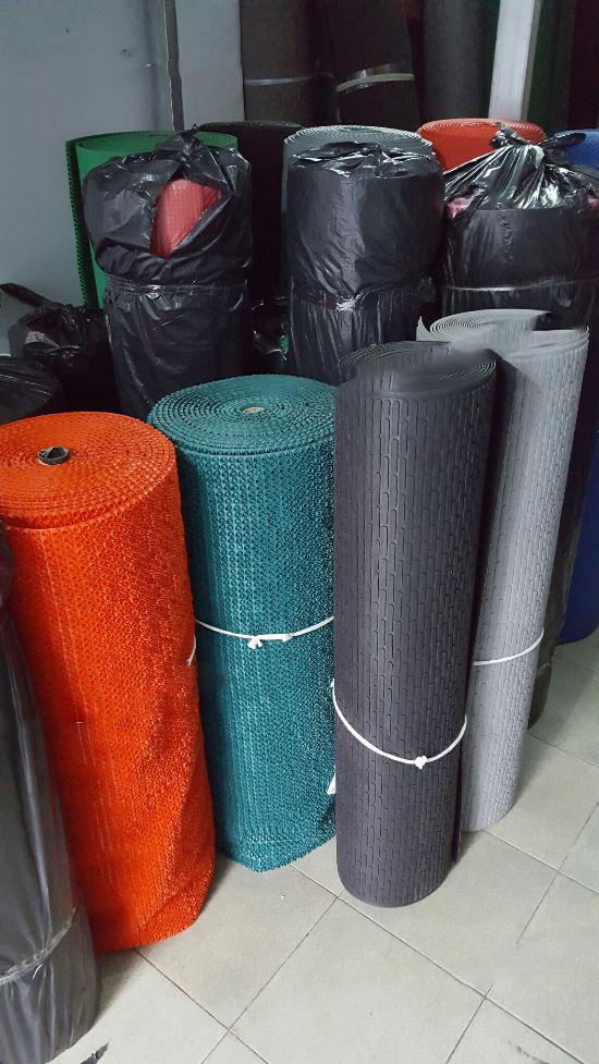 Thảm nhựa chốt Thảm nhựa que